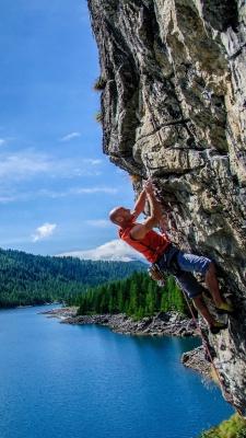 صخره نوردی-صخره-دریاچه-موفقیت