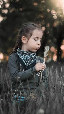 قاصدک-دختر-دختر بچه-خاکستری