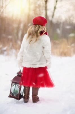 برف-برفی-دختر-دختر بچه-فانوس