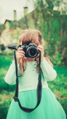 سبز-دختر-دختر بچه-عکاسی-فیروزه ای-دوربین-دوربین عکاسی