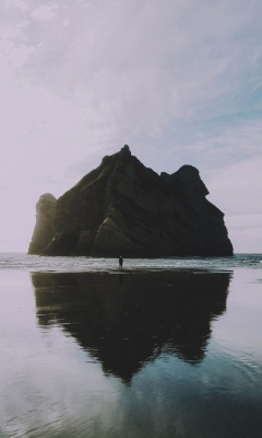 صخره-تنهایی-ساحل