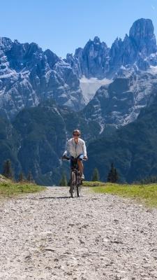 دوچرخه سواری-دوچرخه-صخره-دختر