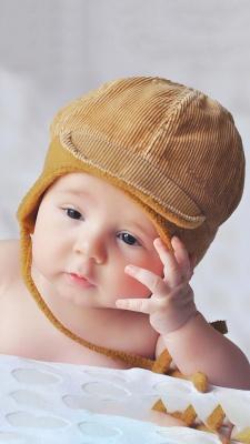 فکر-فکرکردن-بچه-پسر-پسر بچه-کلاه