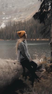 دختر-بیشه-دریاچه-کلاه