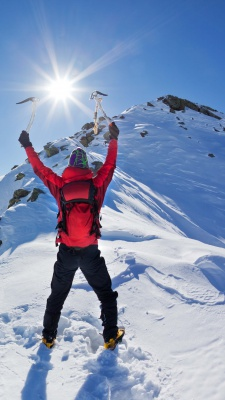 کوهنوردی-موفقیت-برفی-زمستان