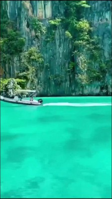 قایق-دریاچه-صخره